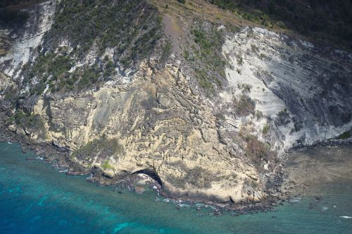 Falaise roche dure (Moya, Petite-Terre) ©DEAL976